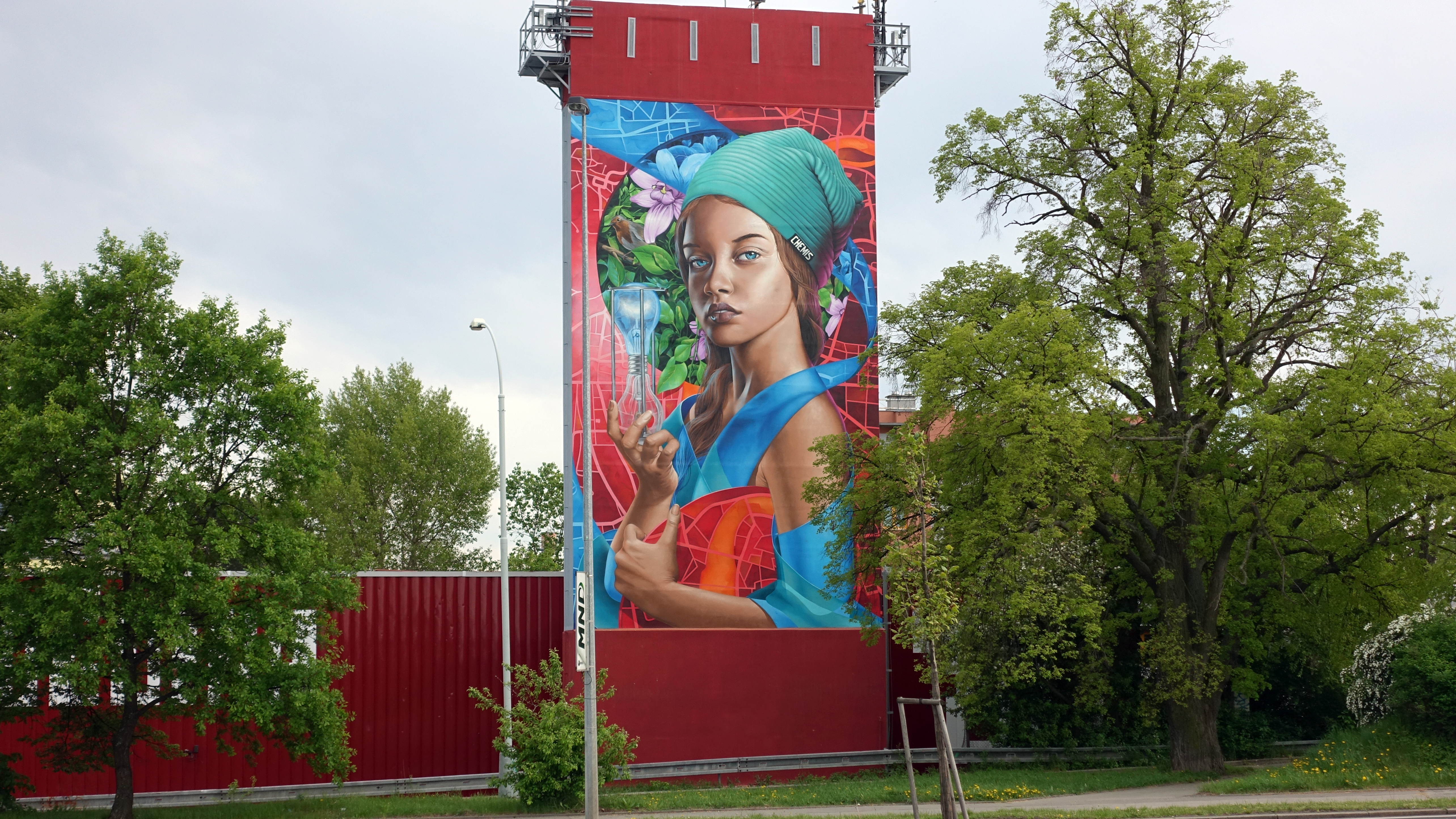 Prague-Savethebees-mural-graffiti-photorealism